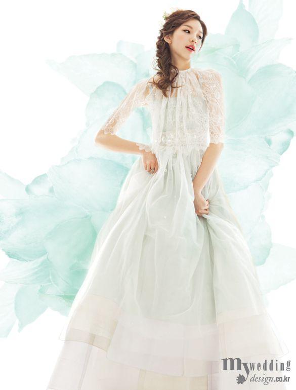 Korean Hanbok:  MYWEDDING 한복 드레스 고이 지어 나빌레라