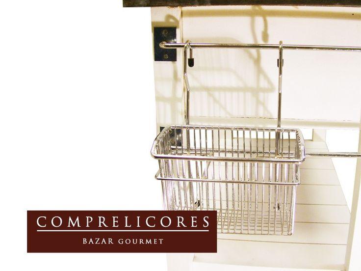 Mesa Auxiliar Isla De Cocina Con Barral Cromado Pintada - $ 1.999,00 en MercadoLibre