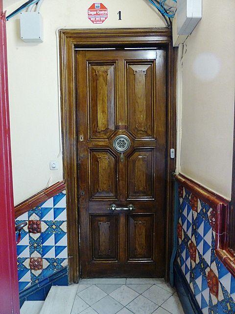 Del Modernismo | Del ayer y del hoy del Art Nouveau | Página 7- Casa Martí, rellano de la escalera de vecinos