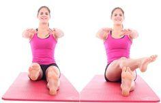 Übung 5: Flacher Kreisel - Problemzone Beine? Die besten Übungen für schlanke Oberschenkel - Setzt euch mit leicht geöffneten, geraden Beinen aufrecht hin. Die Arme werden auf Schulterhöhe nach vorne ausgestreckt. Der Bauch ist fest angespannt. Hebt jetzt das rechte Bein einige Zentimeter vom Boden ab...
