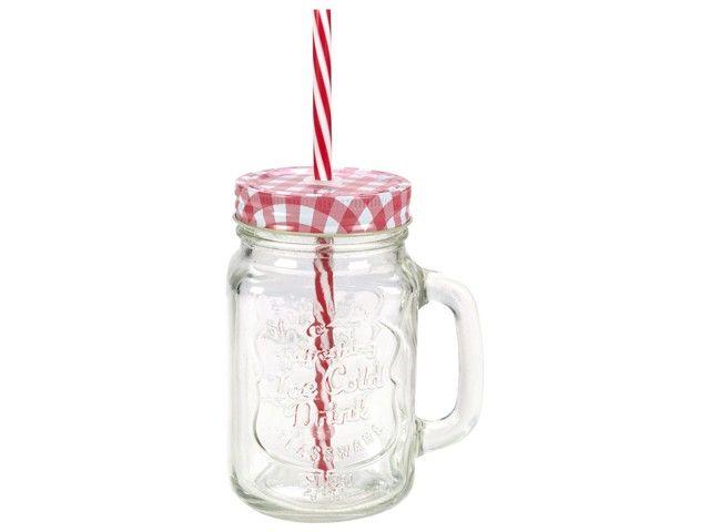 Gusta mason jar - drinkglas rood 7x13cm. Een coole, van origine Amerikaanse 'weckpot' nu ook als drinkglas met deksel!  Vrolijk glazen drinkglas met afmeting 7 x 13 cm, voorzien van deksel en rietje en met handvat. Verkrijgbaar in verschillende kleuren, combineer en maak van elke gelegenheid een feestje. Uitstekend te combineren met de Gusta limonadetap, een feestelijke set, vooral voor kinderen.