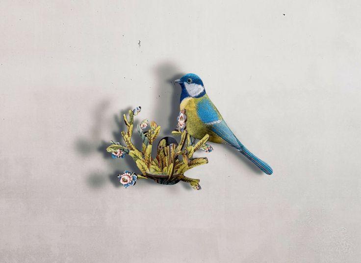 Oiseau déco en kit en bois imprimé chez Miho. Des objets poétiques et fantaisistes pour orner vos murs.