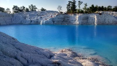 PERGIPEDIA  - Keunikan Danau Kaolin Bangka Belitung Yang Bagaikan Danau Salju . Kepulauan Bangka ...