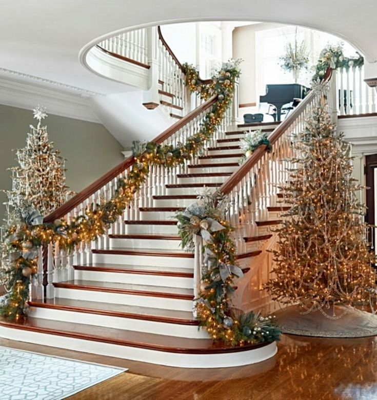 1893 Best Christmas On The Stairs Images On Pinterest: 25+ Unique Christmas Staircase Decor Ideas On Pinterest