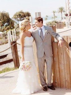 dress dress dress: Bride Grooms, Grey Suits, Animal Funnies, Caramel Frap, Body Time, White Weddings, Weddings Dresss, Frap Cupcake, The Dresses
