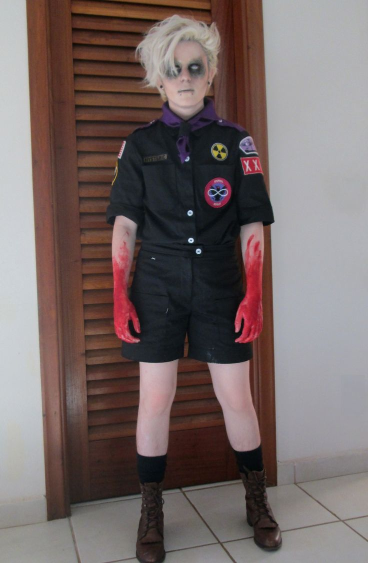I like the look, but I could never pull off pants with my bird legs. still I lvr the zom look.'eternal scout cosplay'
