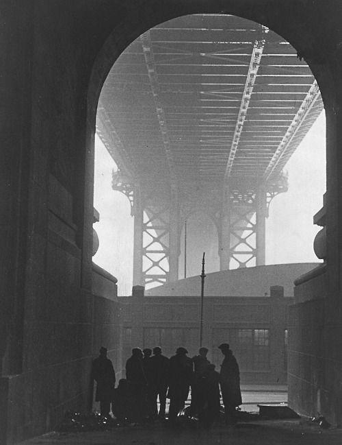Robert Disraeli - Cold Day on Cherry Street, 1932: Robert Disra, Manhattan Bridges, White Photography, Manhattanbridg, Artworks, Cold Day, Cherries Street 1932, Fotografia Photography, Black