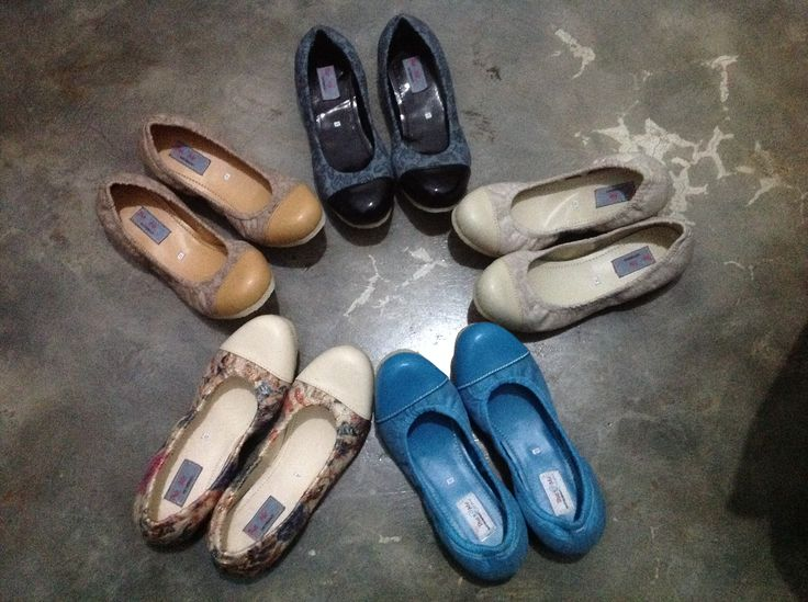 Beautiful emboss fabric w/ comfortable rubber sole for limited handmade flat shoes.. 235K