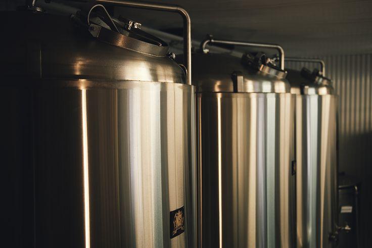 Cuves de fermentation à la Microbrasserie La Chouape Crédit: JMdescoste