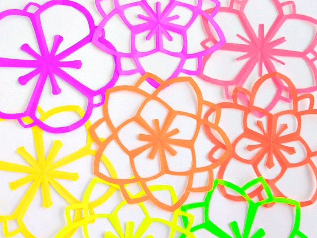 Want to try this!! Omiyage Blogs: DIY: Neon Kirigami Flowers: Cherries Blossoms, Omiyag Blog, Kirigami Bloemen, Paper Flowers, Sakura Kirigami, Paper Crafts, Diy Projects, Neon Kirigami, Kirigami Flowers
