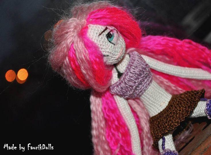 С куклами немного подвыдохлась. Нужно убавить темп. Да и сейчас лежу с отравлением, не вяжу совсем. Но обещаю, скоро вернусь и войду в привычный ритм. Куклы моё всё - и хобби, и работа, и любовь... Жизнь, одним словом. В создании своих кукол, совсем забыла о своей коллекции бжд, нужно и им навязать зимних костюмов и нашить платьев. #weamiguru #amigurumi #faurikdolls #crochetdoll #handmade #crochet #amigurumidoll #вязанаякукла #hobby #рукоделие #амигуруми
