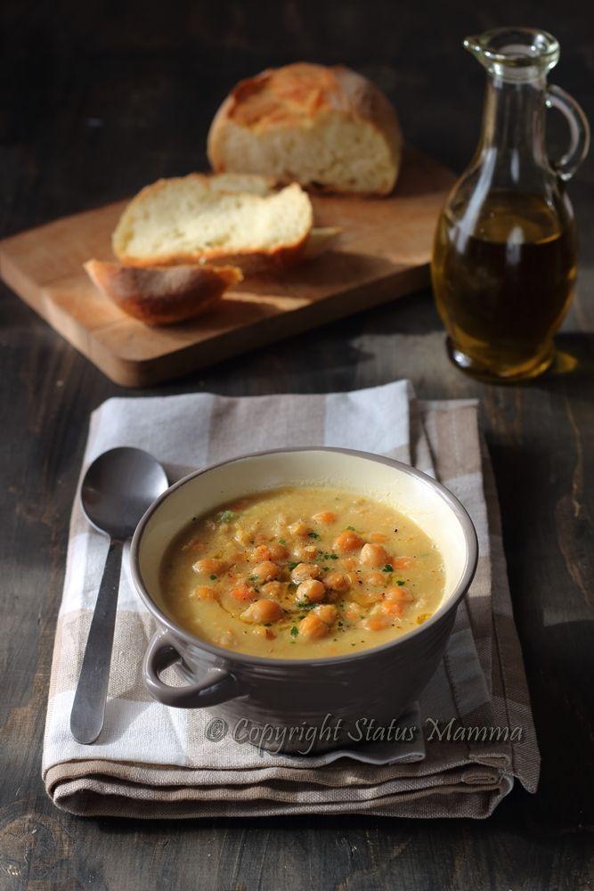 La zuppa di ceci è uno primo piatto unico vegetariano, vegano, economico, semplice e confortante ideale in inverno con l'arrivo dei primi freddi.
