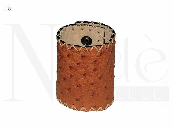 Liù bracciale semi rigido a polsino realizzato in vera pelle di struzzo. Coste a taglio vivo tinte a mano. #Nadè
