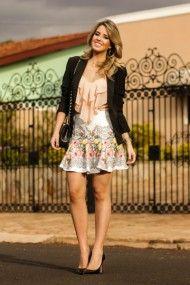 look do dia, look da noite, zaus boutique, blusa rose com babado, saia estampada rodada, blazer preto, flores, print (7)