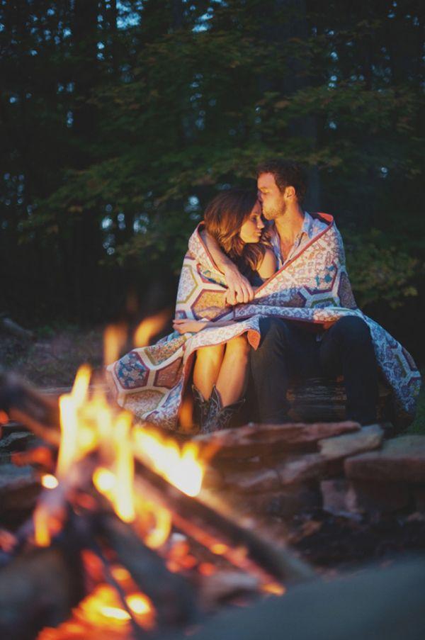 20 Magically Romantic Nighttime Engagement Photos