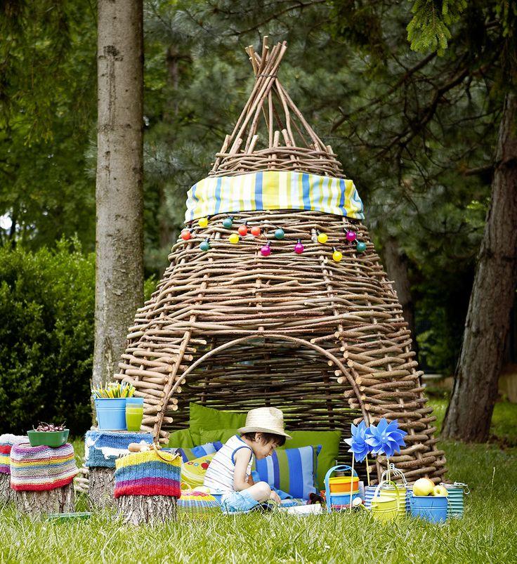 Cozy Garden Willow Hut // Fűzfakuckó nem csak gyerekeknek // From Éva Magazine, August 2012. Styling by Kata Szentgyörgyi, photo by Kristóf Galgóczy Németh