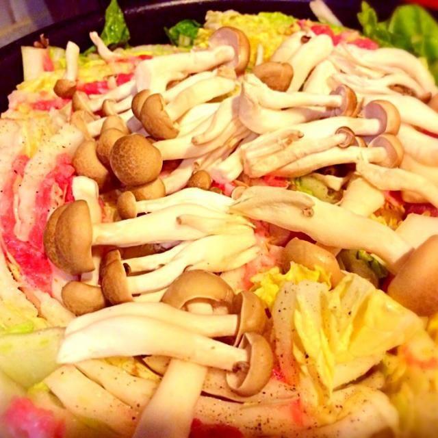 長男リクエストで今週2回目の豚白菜、簡単で仕事帰りに急いで子供たちの胃袋を満たすにはもってこいの時短料理(料理?)だけど…いい加減、飽きないのか?? - 17件のもぐもぐ - 白菜豚肉蒸し by fakesista