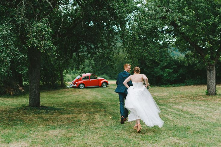 Bride and grom running from the wedding ceremony. Julia Lillqvist   Yvonne and Carolus   http://julialillqvist.com
