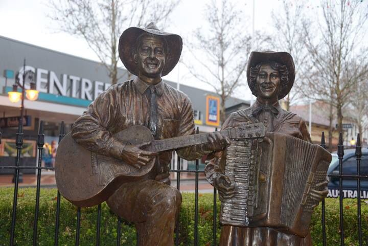 Slim Dusty & Joy McKean bronze statues in the Main Street of Tamworth, NSW 2014