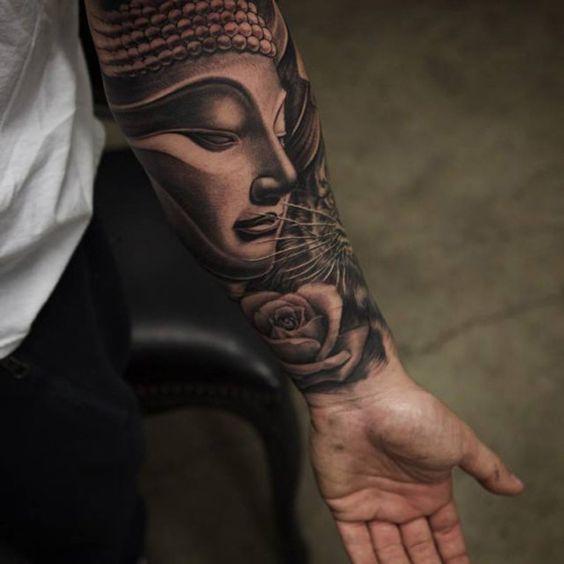 Suave e delicado, mas poderosa.  Este poderia ser exatamente o que esta tatuagem Buda define.  Os detalhes sobre as características de Buda o torna uma peça interessante e bonito de arte que é digno de ser coberto em seu antebraço.:
