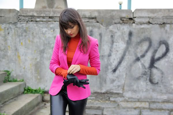 """""""Hot"""" –synonyms:burning,feverish,scorching,sizzling,sultry,sweltering,torrid… And that ain't for summer.You can still remain in the """"hot mood"""" despite cold weather outside. I've never thought I could match vivid pink with orange before. ThatContinue Reading"""