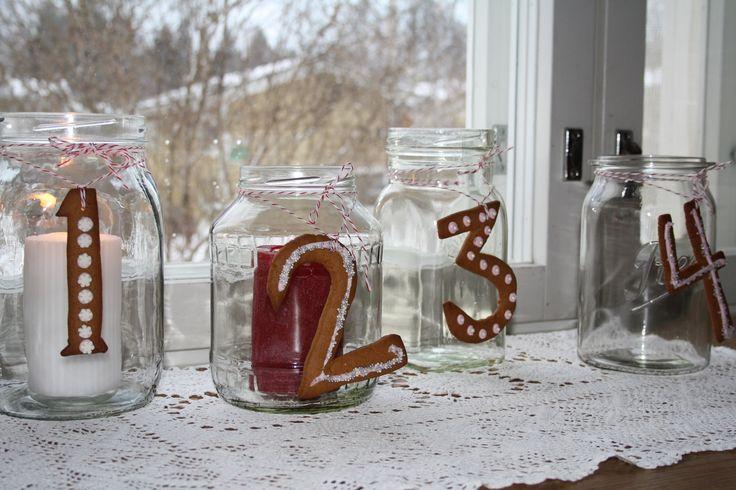 Adventti kynttilät lasipurkeista ja pipareista