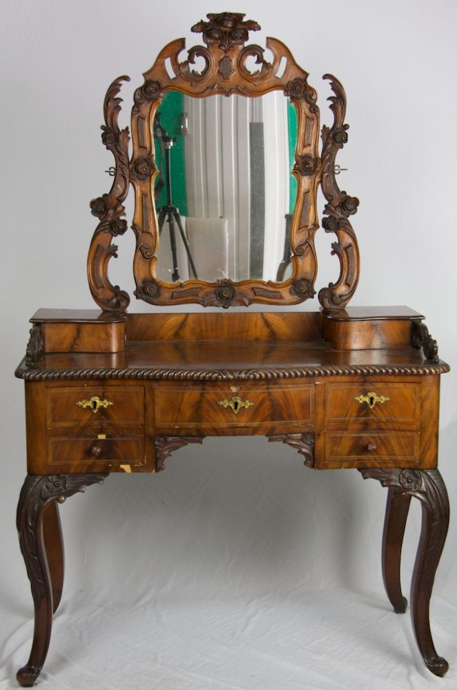 Elegant Victorian Vanity Table With Fame Curved Mirror And Drawer Combine  With Mahogany Material And Hooves Leg Motif Of Engross Victorian Vanity  Table ...