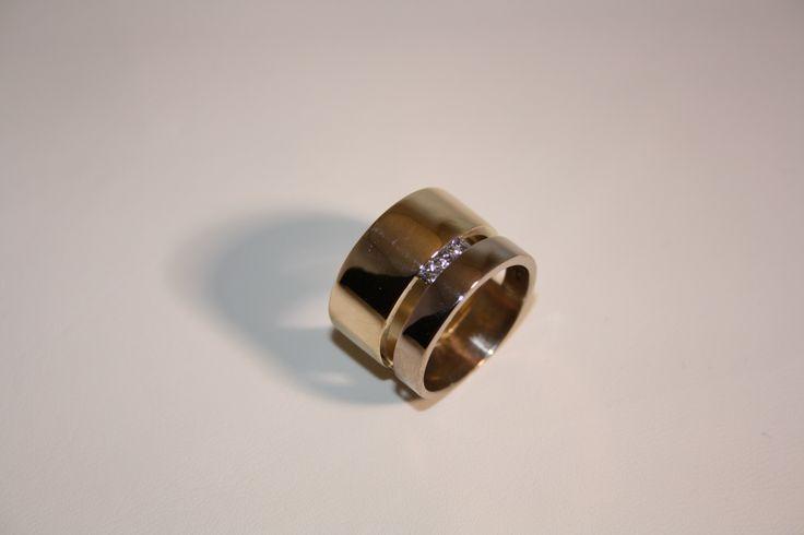 Stoere brede ring voor als je echt iets aparts wilt   gemaakt door Juwelier Goudsmederij Mariska Timmer Geldermalsen