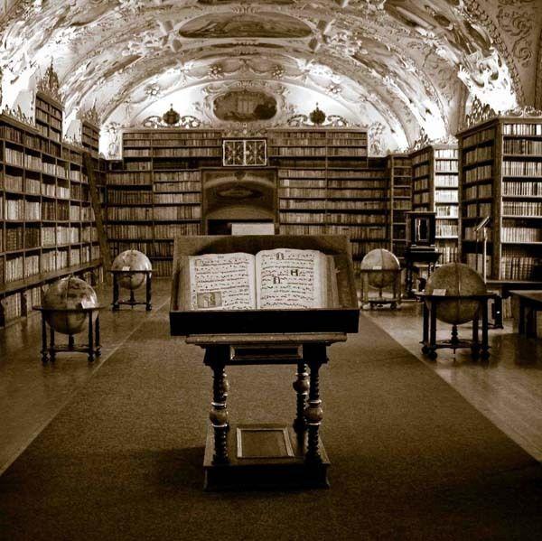 「#図書館に育てられたの私だ」 図書館で働く人を応援する声あがる