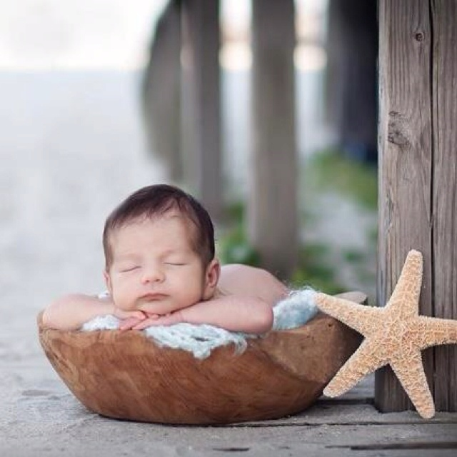 Newborn baby: beach baby photography