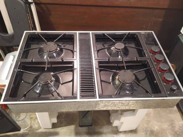 Jenn Air Cooktop with Downdraft, Approx 21 x 34. Black with stainless steel trim, proper and good working condition Visits: 0