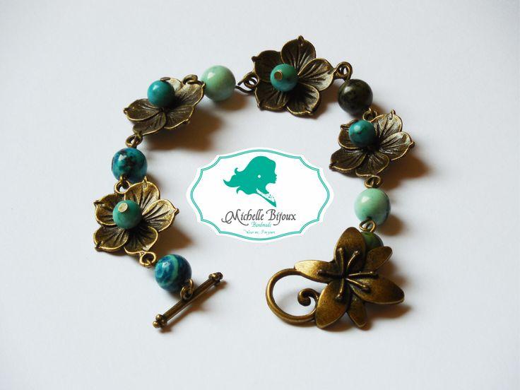 Bratara Pietre semipretioase: jade turcoaz Accesorii bronz: tip floare Inchizatoare in forma de floare