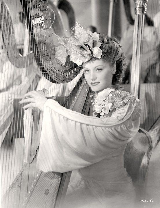 Alexis Smith 1945