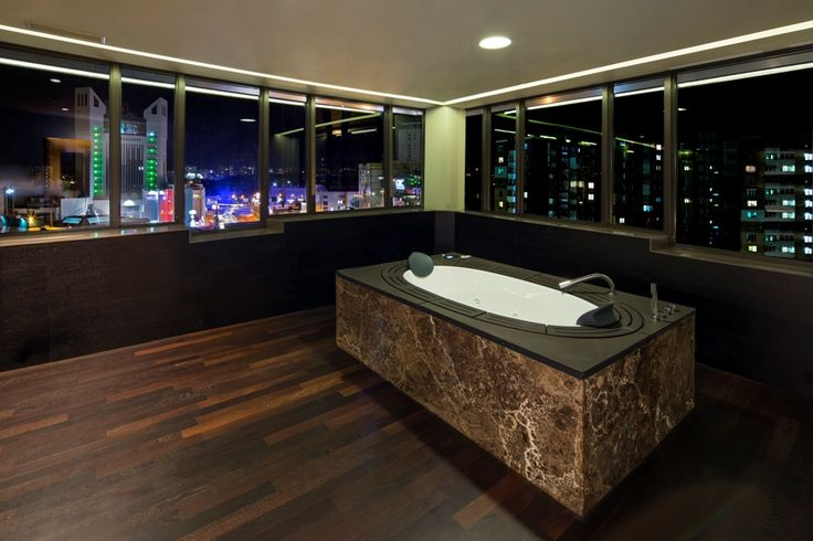 A wonderful picture of Berd's Design Hotel that is the first and only five stars design hotel in Moldova. Here our Sorgente Bathtub in a beautiful night setting