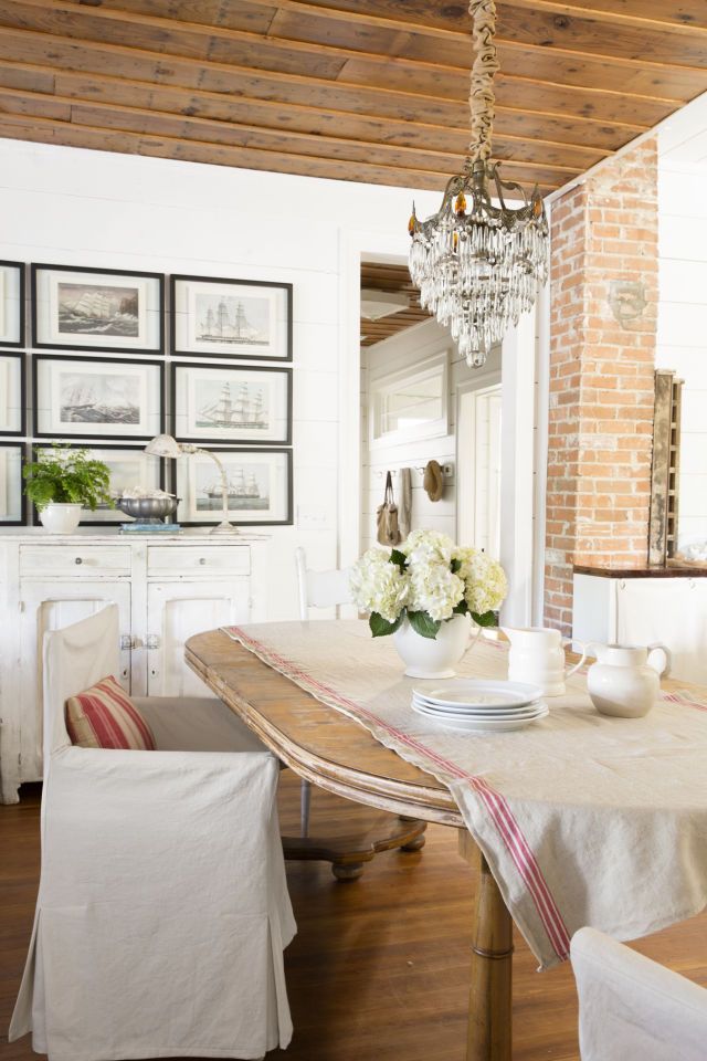 Dining Room - that ceiling!