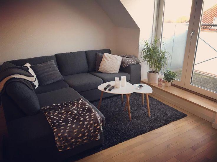 Første del af stuen er færdig. 😍 #nylejlighed#lejlighed#indretning#inspiration#sofa#tæppe#sofabord#tæpper#puder#første#del#af#stuen#er#færdig#daellsbolighus#jysk