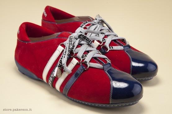 Lace-up red sneaker uniting a casual style and fine design. - Sneaker da donna in camoscio rosso: il casual incontra un design d'eccellenza. http://store.pakerson.it/woman-sneakers-26286-ciliegia.html