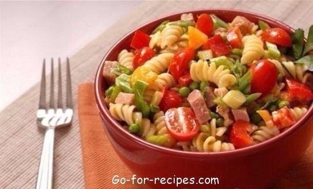 ITALIAN SALAD WITH HAM, CHEESE AND VEGETABLES
