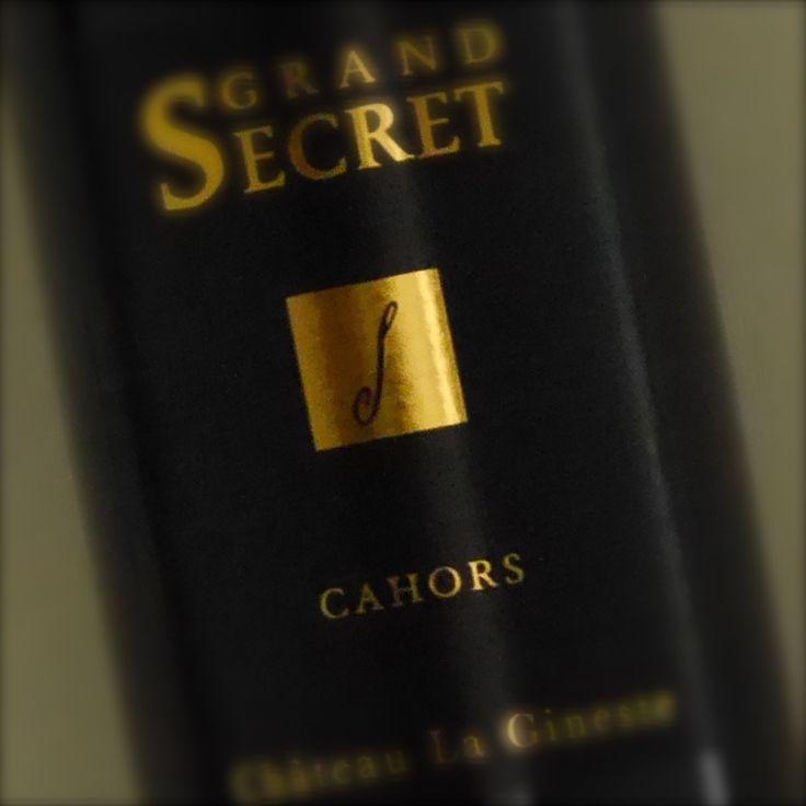 Franse rode wijn uit Sud-Ouest (Cahors). Deze wijn heeft een diepe robijnrode kleur. Intense aroma's en complexe neus combineren kersen, bosbessen en bramen met subtiele houtachtige noten, mokka, chocola en vanille. Elegante tannines zorgen voor combineren kracht, finesse en lengte. Dit is een serieuze wijn voor bij het eten met een uitzonderlijk lange afdronk.