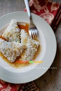 Sweet sticky rice dumplings / lupis