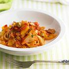 Tagliatelle met tomaten, venkel en paprika