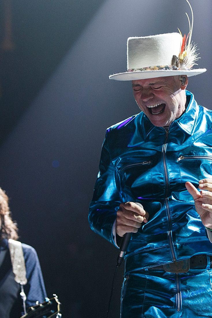 Tragically Hip Frontman Gord Downie Fights Back Tears At Last Concert