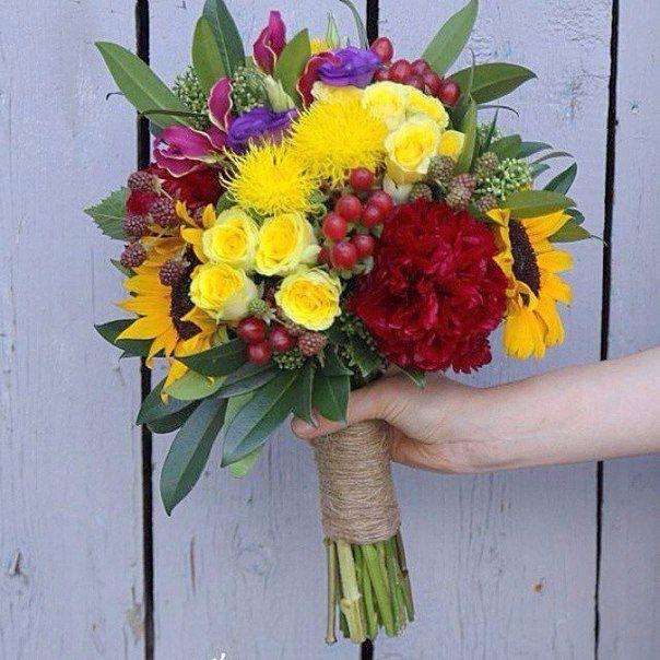 Bright wedding bouquet for  summer rustik wedding. Яркий свадебный букет для летней свадьбы в стиле рустик