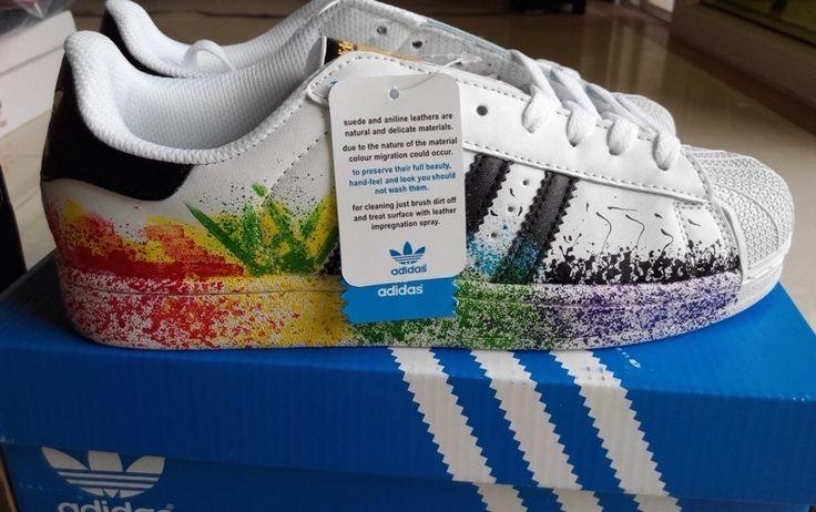 Adidas superstar blanche avec effet d'éclaboussure de peinture. Taille 38. Aucun défaut jamais porté !  Basket tendance et...