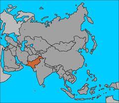 051 – Pakistán. con una población de 135 millones de habitantes, lo que lo convierte en el segundo país musulmán más numeroso, juega un rol importante en el complicado ajedrez que se juega en estos días y conviene mirarlo más de cerca. Es el tradicional rival de la India desde 1948, año en que se dividió en dos la que era joya del imperio colonial británico.