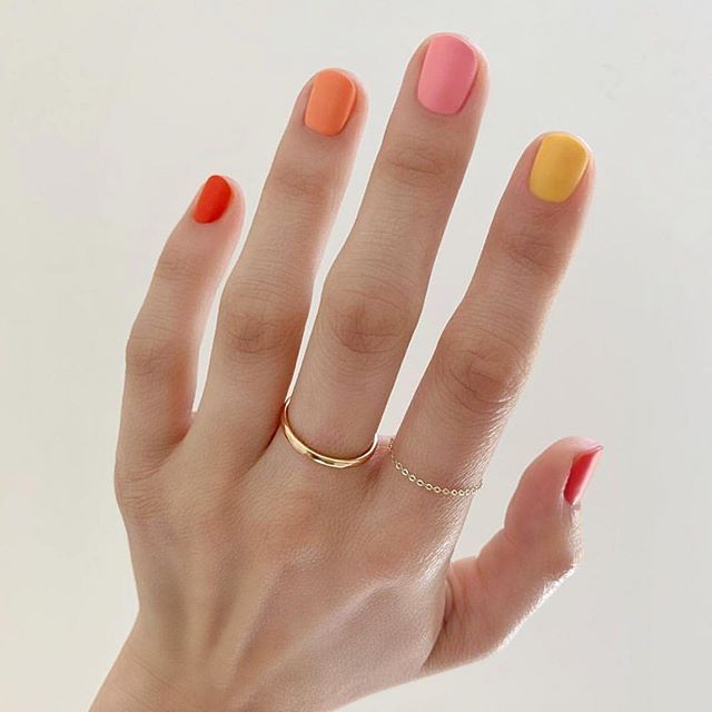New The 10 Best Nail Ideas Today With Pictures 2019trends Saw Some Toning Down On The Heavily Decor Unas De Gel Simples Manicura De Unas Disenos De Unas