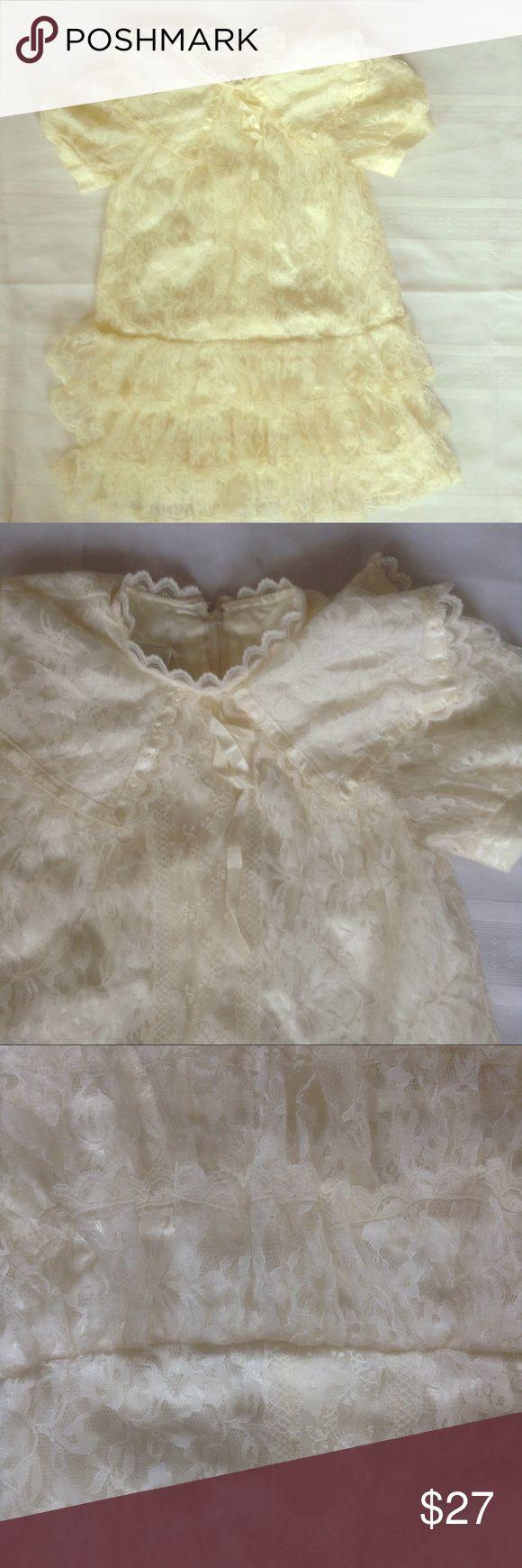 Vintage Gunne Sax lace girls dress 4 Beautiful vintage dress in very good Vtg condition. Lace ruffle Big collar . Prairie Victorian.armpit to armpit 15 length 23. By Jessica McClintock gunne sax Dresses Formal