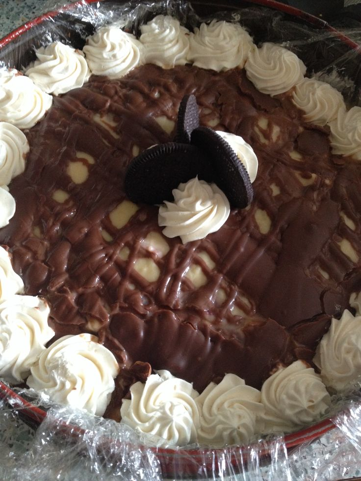 Oreos  cream cake