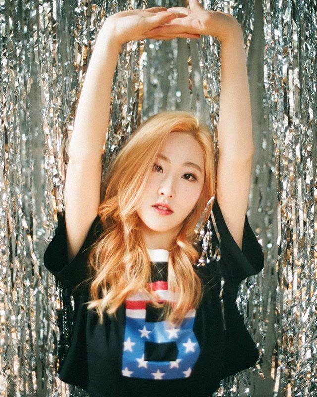 MARMELLO - Gaeun @gaeun_jeon em foto conceituai para seu single debut 'PUPPET' - Gaeun - Photo concept for the debut single 'PUPPET'' . . cr: rollingcultureone . . @band_marmello #Marmello #마르멜로#Daeun #Doeun #Hyuna #Hyeona #Youna #Gaeun #최유나 #전가은 #윤다은 #김현아 #김도은 #band #kband #Kpop #Kpopper #GirlBand #GirlGroup #Band #KRock #Kpop #Exo #BTS #Debut #RedVelvet #Twice #Day6 #CNBLUE