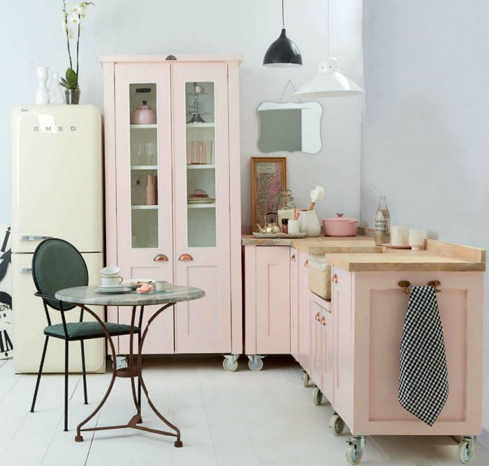 Just imagine having a whole kitchen on wheels! (It'd certainly make cleaning the floors easier.)